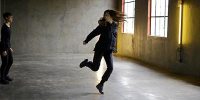 Uma câmera na mão e uma dança na cabeça
