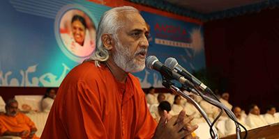 Monge indiano promove pausa coletiva em SP e RJ