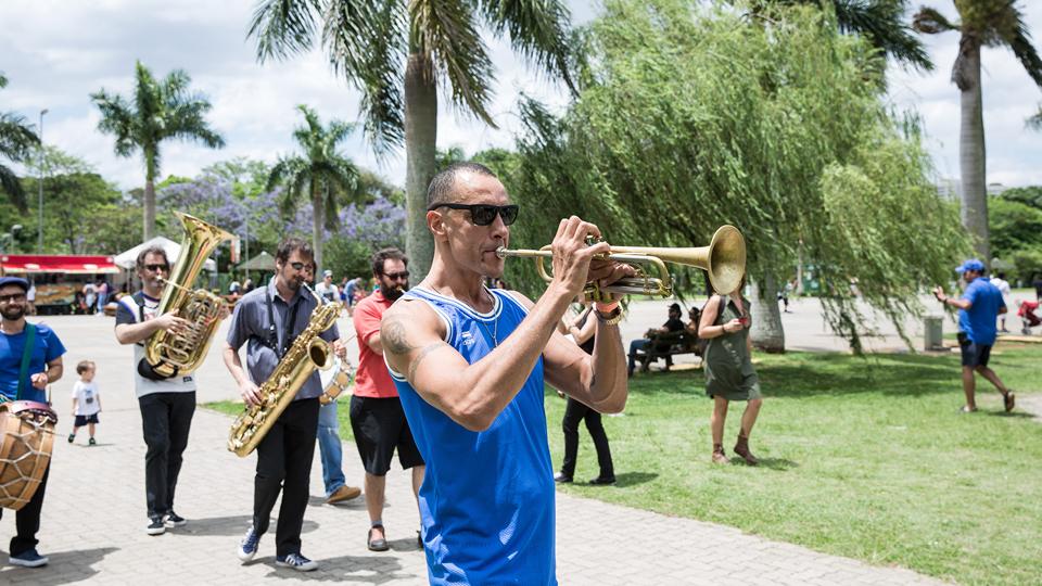 A fanfarra do trompetista Guizado e sua banda