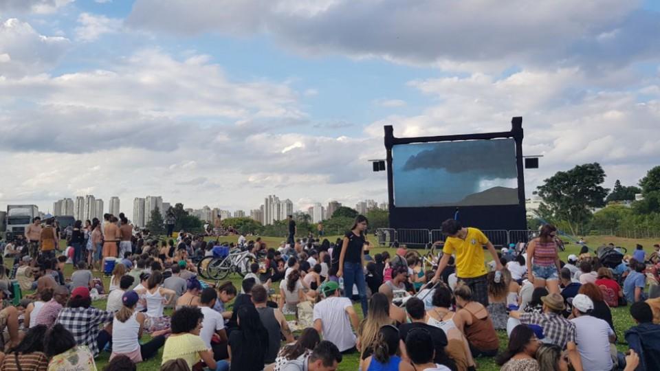 Cinema ao ar livre, no fim do festival