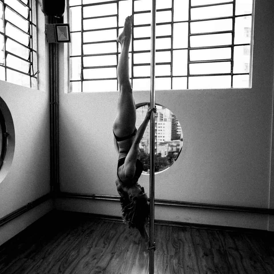 Antônia (51), praticante de pole dance