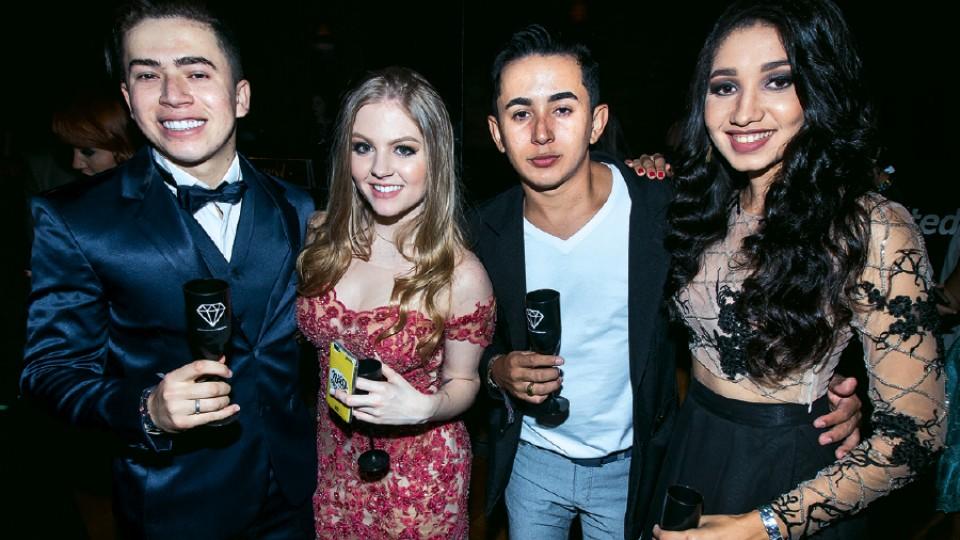 Com a noiva, a cantora e compositora Luísa Sonza, o irmão Harisson, e a cunhada, em São Paulo