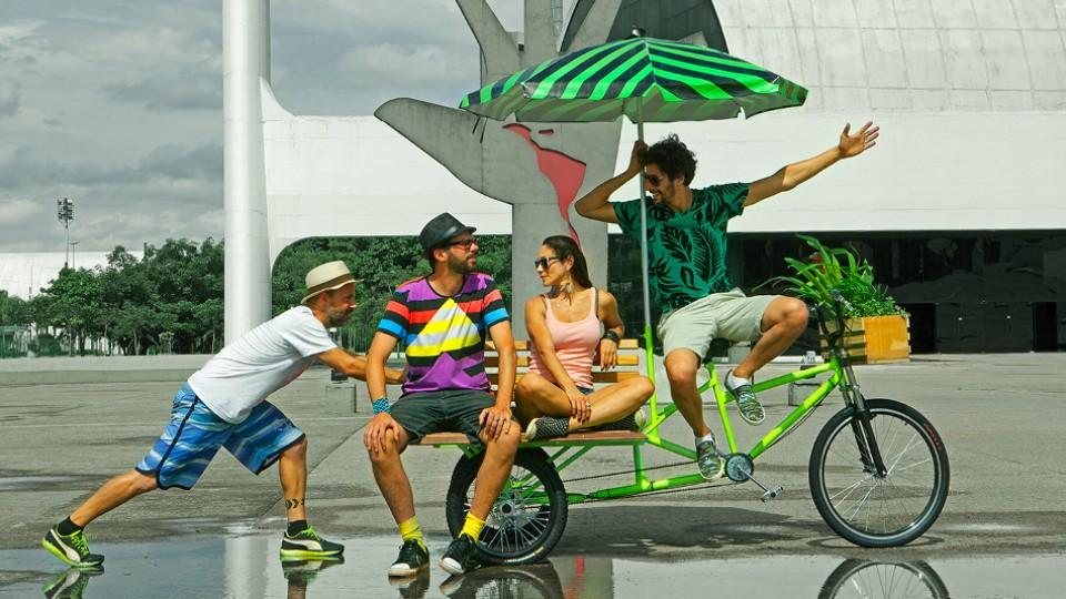 Praças (Im)possíveis, o mais recente trabalho do grupo, composto por bicicletas cargo transformadas em peças de mobiliário urbano