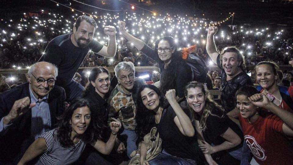 Em palanque dominado por artistas, Guilherme Boulos e Eduardo Suplicy amplificam seus discursos