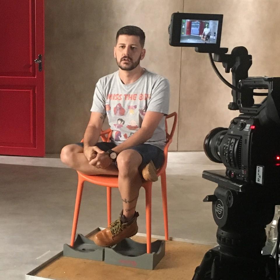 """João nos bastidores da filmagem do documentário """"Olhares, HIV e Aids no Brasil"""", com direção de André Canto e estreia prevista para 2018"""