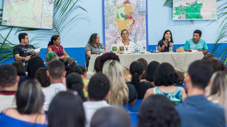 Bela fala sobre a importância da inclusão da farinha de babaçu na merenda escolar em Altamira