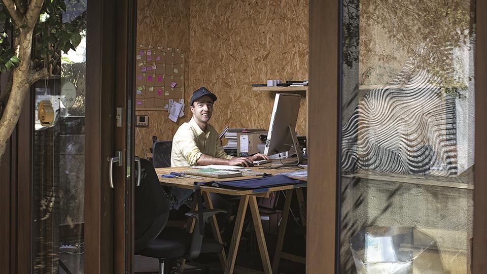 Rafael Loschiavo no escritório da Ecoeficientes