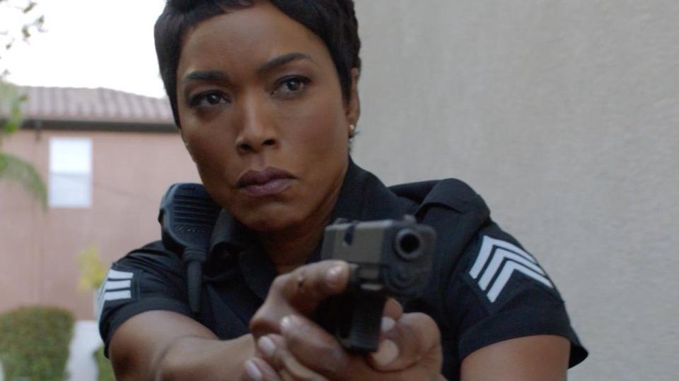 A atriz Connie Britton como a protagonista de 9-1-1, drama focado na vida de policiais