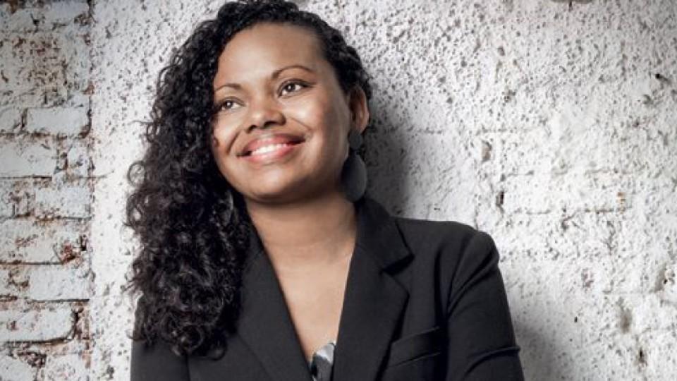 Adriana Barbosa, criadora da Feira Preta, percebeu que, sem a ajuda de uma psicoterapeuta negra, teria dificuldades em ter uma resposta positiva na terapia