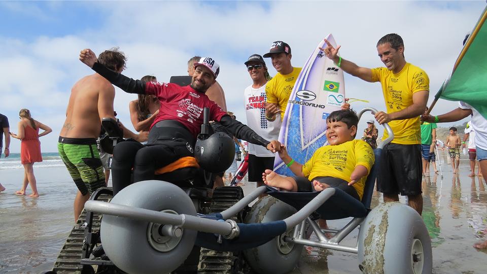 Surfista Davi Teixeira ficou com a medalha de prata no individual masculino do Campeonato Mundial de Surf Adaptado realizado pela ISA, em 2017