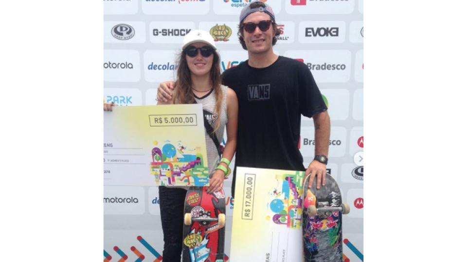 Yndi e Pedro Barros venceram o mesmo torneio, mas o valor recebido por ele foi mais de três vezes maior do que o dela