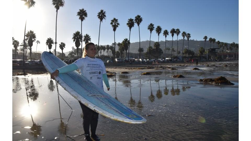 Fernanda Tolomei foi uma das atletas que representou o Brasil no Campeonato Mundial de Surf Adaptado realizado pela ISA. Foi a primeira vez que o evento incluiu a divisão feminina