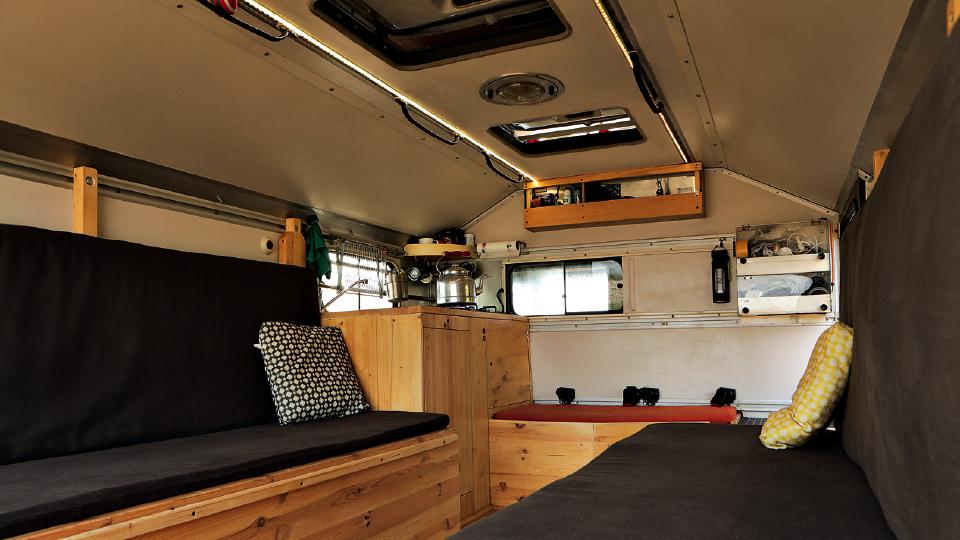 O único projeto de arquitetura de Julian foi o próprio trailer de viagem