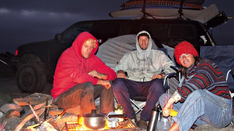 Na primeira viagem, em 2010: os irmãos ainda têm (e usam) a grelha e a panela