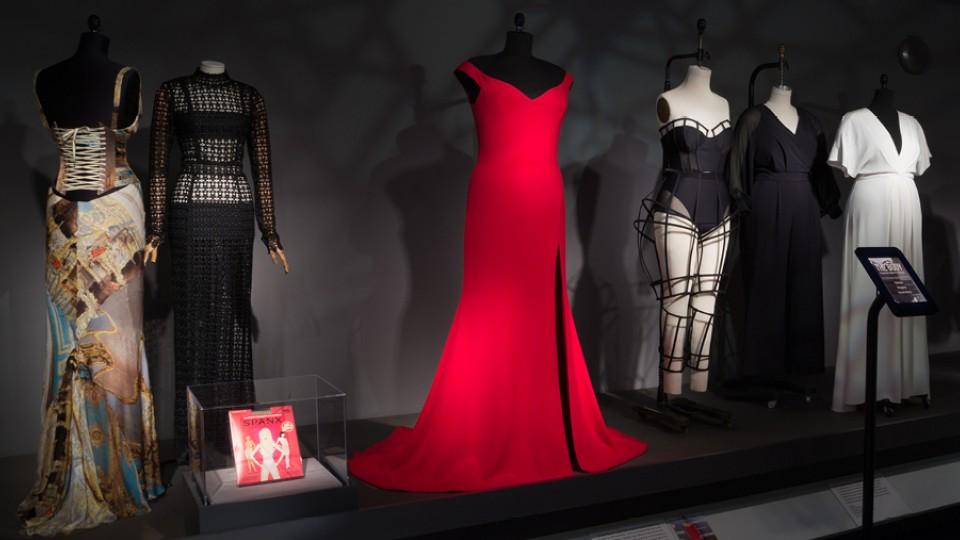 O vestido criado pelo estilista Christian Siriano para Leslie Jones vestir na première de Ghostbusters