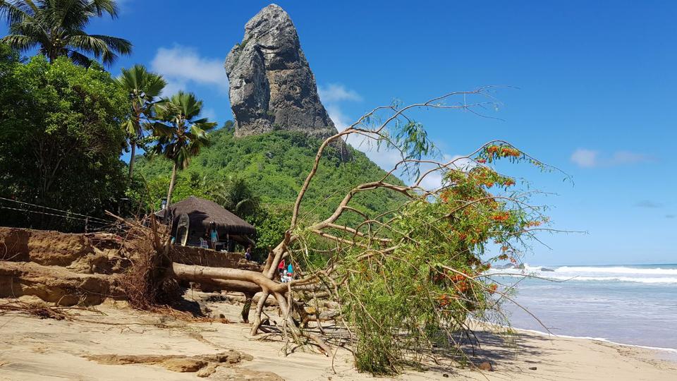 A barraca Duda Rei, na praia da Conceição, foi uma das afetadas pela força da água