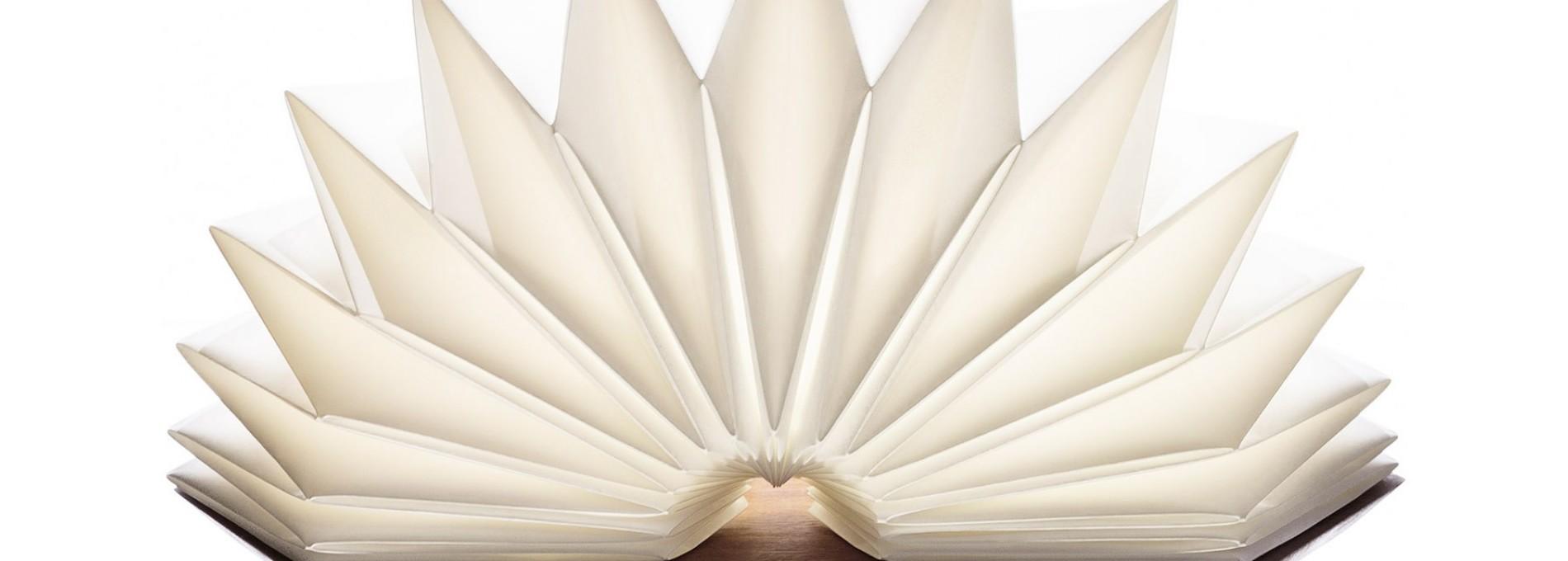 De dobra em dobra, papel dá forma a luz
