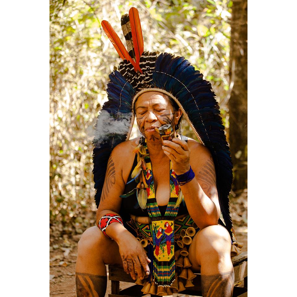 """Cacique Tanoné é uma liderança indígena feminina, da etnia Kariri-Xocó, que foi retratada por Maria Ribeiro em """"Mulheres da terra"""""""