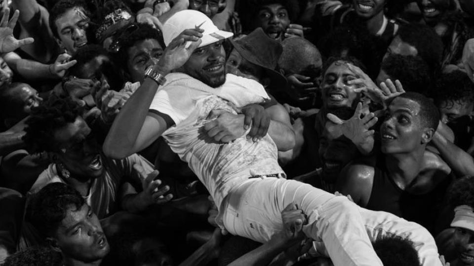 O rapper baiano Vandal é presença constante nos shows do Baiana System