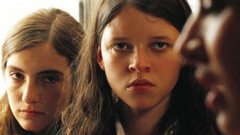 Cena do filme A menina santa, de 2005, que conta a história de uma jovem dividida entre o desejo sexual e sua devoção religiosa