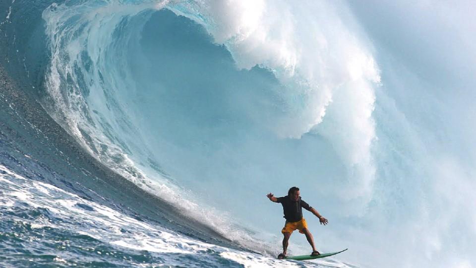 Rodrigo Resende no flow em Jaws, no Havaí