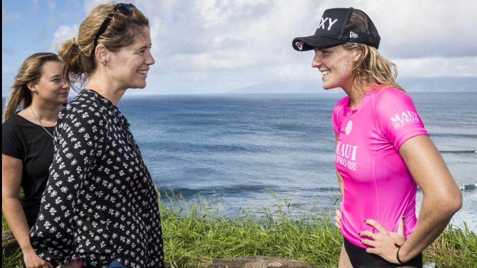 A CEO e a australiana Stephanie Gilmore, hexacampeãa mundial de surf