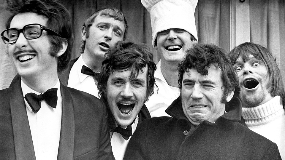 Da esq. para a dir., toda a trupe: Eric Idle, Graham Chapman, Michael Palin, John Cleese, Terry Jones e Terry Gilliam