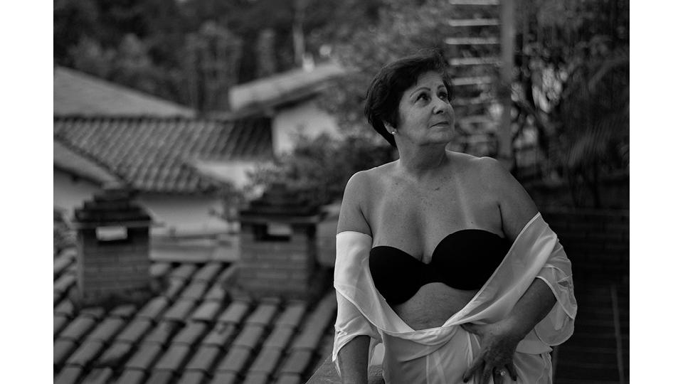 """""""Eu tinha zero noção do que era sexualidade. Minha mãe não conversava sobre nada, nem sobre menstruação, nem sexo... Isso tudo era pecado, horrível, sujo"""", conta Rozima (70)"""