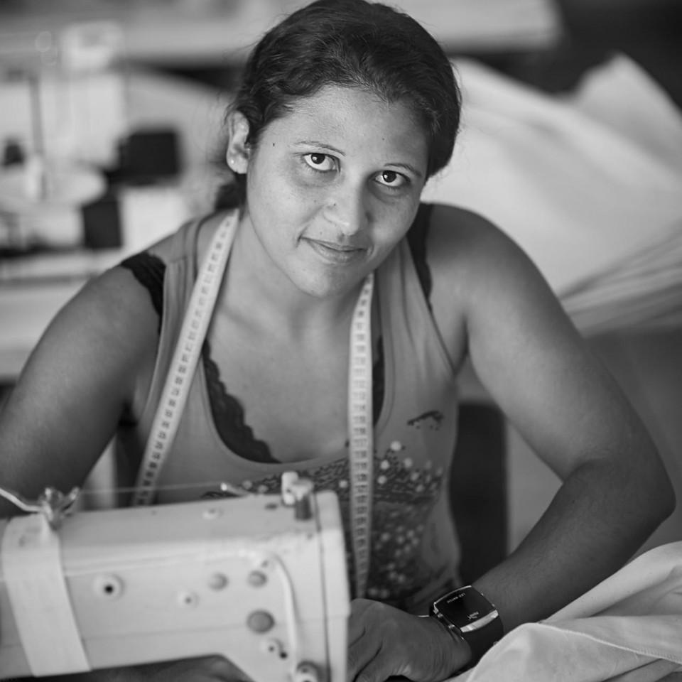 Ateliê da PanoSocial realiza trabalhos para outras grifes e também produz roupas sob encomenda para empresas
