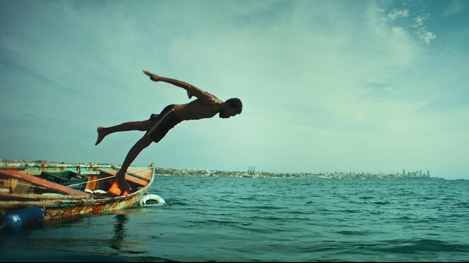 O filme se passa no microcosmo da Cidade Baixa, em Salvador