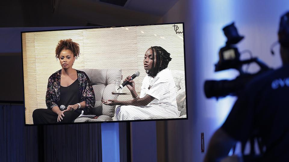 A ialorixá Nivia Luz conversou com a jornalista Adriana Couto sobre a conexão do candomblé com o feminino
