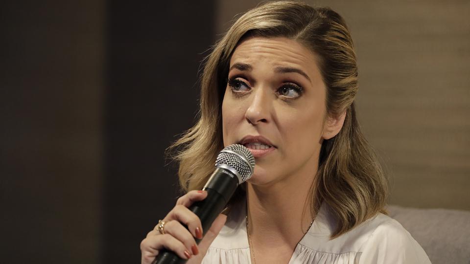 A atriz e humorista Julia Rabello conversou com a jornalista Bruna Bittencourt e respondeu a perguntas enviadas pelos leitores da Tpm