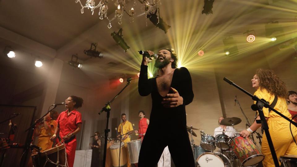 Para encerrar o primeiro dia de Casa Tpm 2018, o bloco Tarado Ni Você colocou todo mundo pra cantar Caetano
