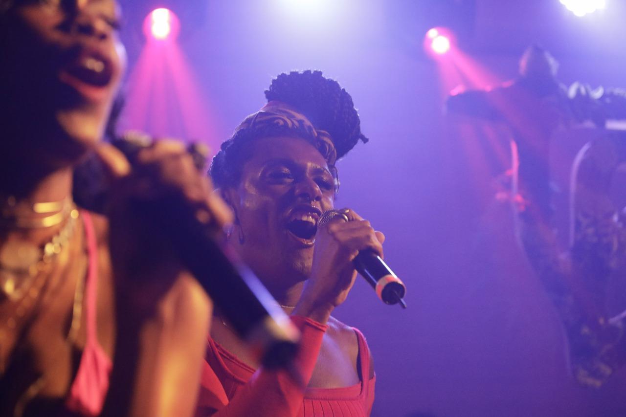 Xênia e Liniker no palco da Casa Tpm