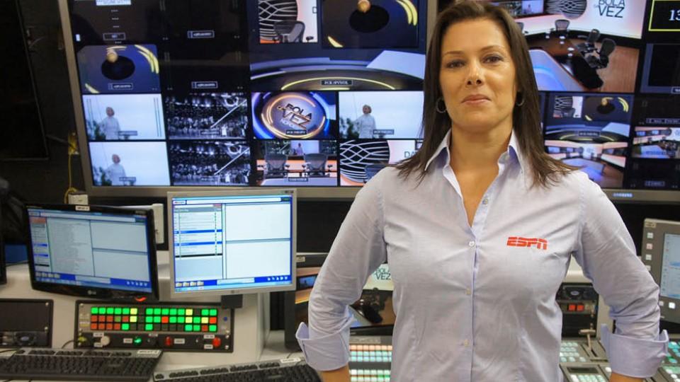 Luciana Mariano foi a primeira mulher a narrar uma partida de futebol na televisão, em 1997
