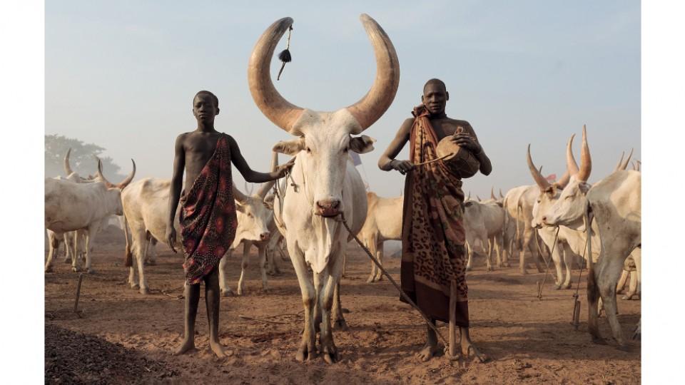 Membros da etnia Mundari, em Terekeka, Sudão do Sul, em fevereiro de 2017