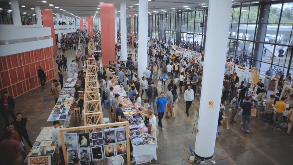 Edição da Feira Plana realizada no Pavilhão da Bienal, no Parque Ibirapuera, em São Paulo, em 2017
