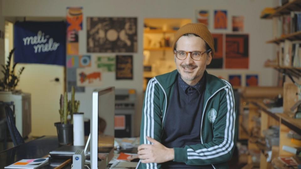 """Beto Galvão, do selo Meli-Melo Press, é um dos personagens do documentário """"Impressão Minha"""""""