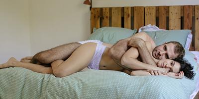 Maria Flor e Emanuel Aragão trocam cartas de amor