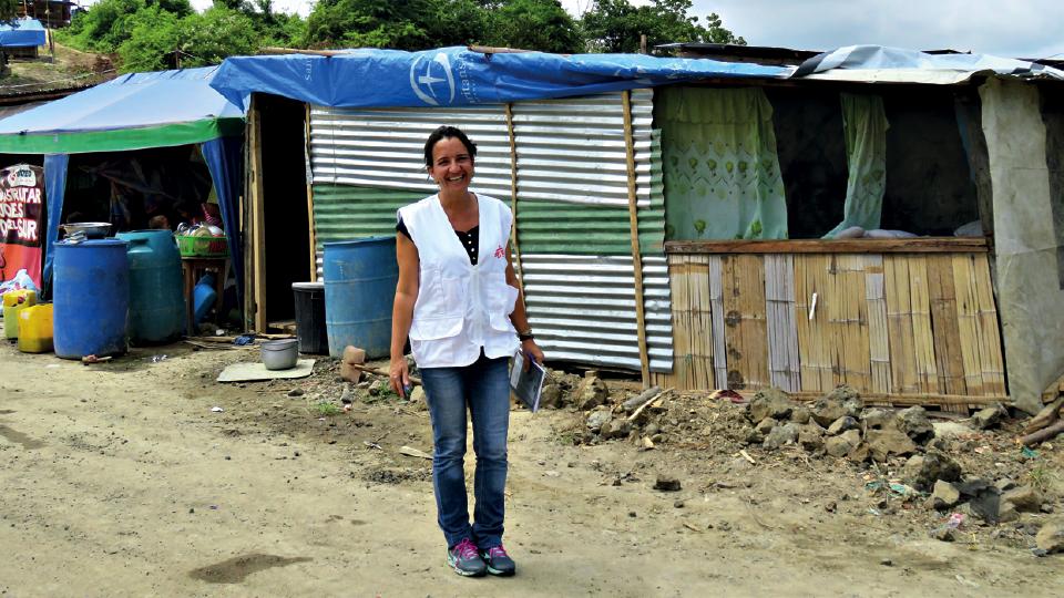 Ionara a caminho de reunião com líderes comunitários da região após a tragédia no Equador