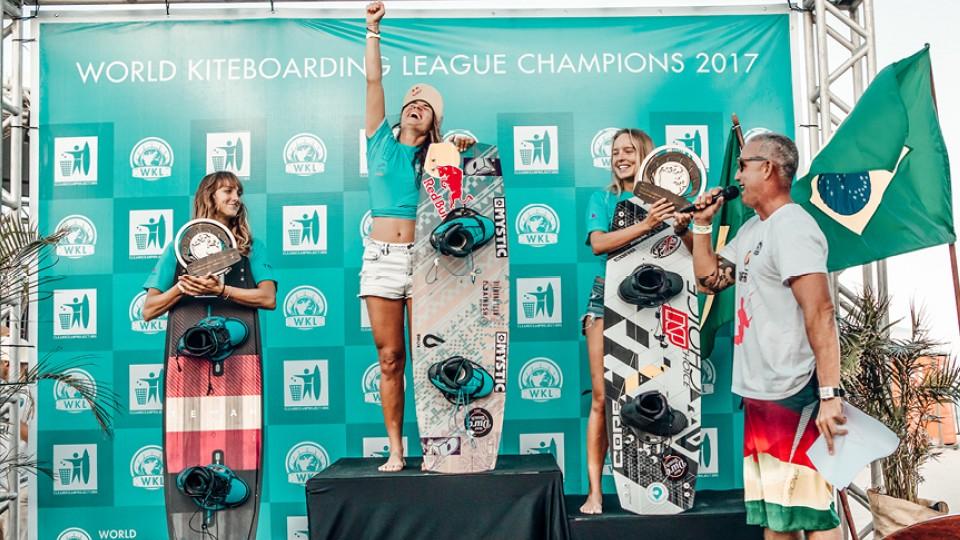 No pódio: a paulista Bruna Kajiya é tricampeã mundial de freestyle