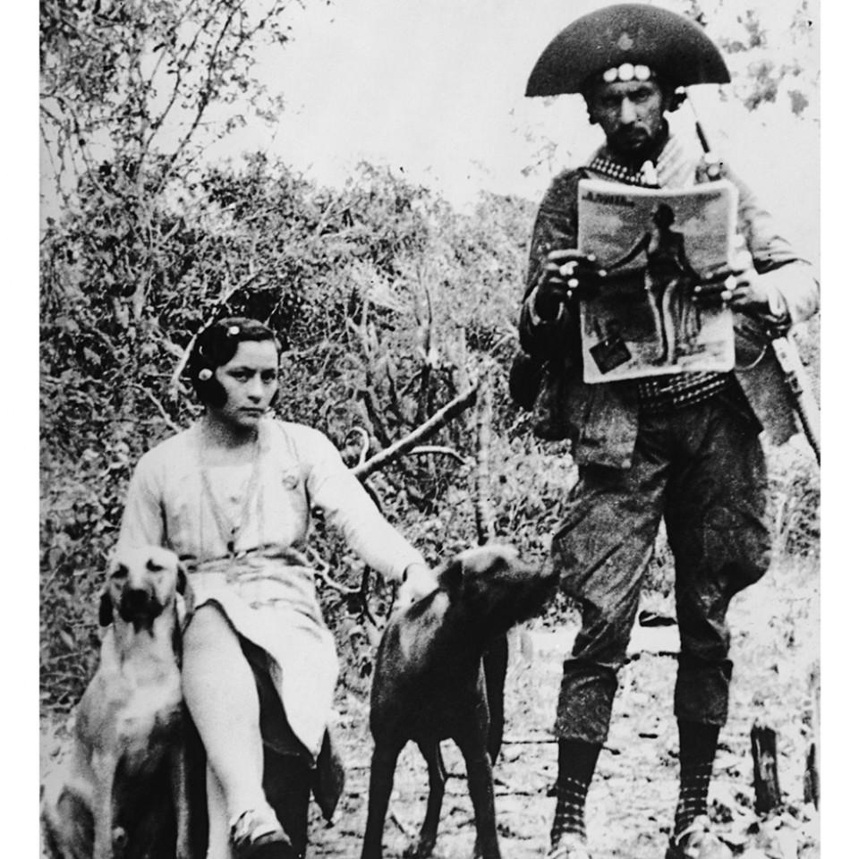 Bonita e Lampião - Maria e Lampião com os cães de estimação.