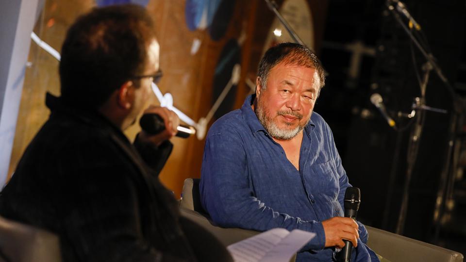 Ai Weiwei protagonizou uma conversa que misturou momentos anedóticos com as reflexões sobre a sociedade presentes em seu trabalho
