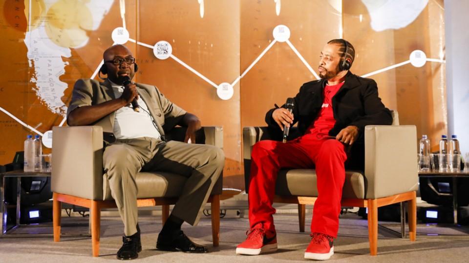 O professor nigeriano Zannah Mustapha conversou com o rapper Thaíde sobre sua difícil missão: educar crianças em meio aos violentos conflitos entre o governo de seu país e o grupo extremista Boko Haram