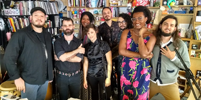 Liniker e os Caramelows no Tiny Desk Concerts