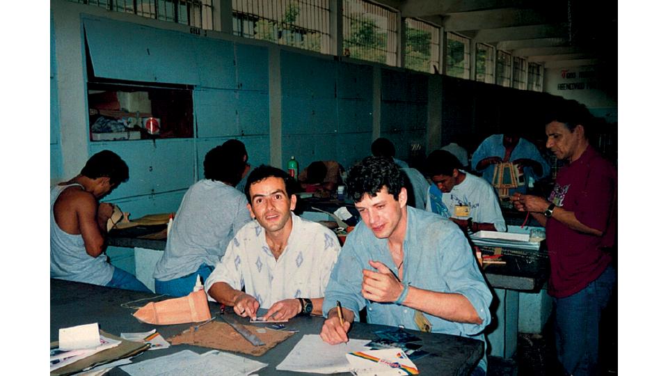 Com recuperandos no setor de laborterapia da Apac de São josé dos Campos (SP), a pioneira, criada em 1972 pelo doutor Mário Ottoboni