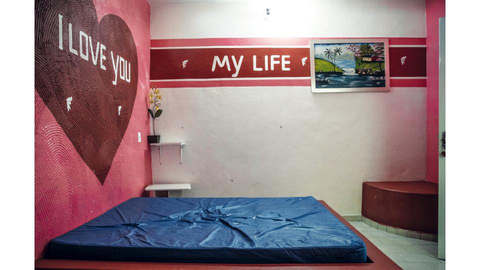 Uma das salas para visita íntima da Apac de Itaúna (MG), onde os recuperandos recebem suas parceiras por até 11 horas