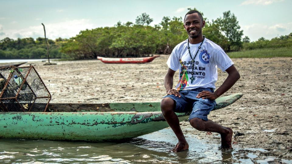 Marcos de Moraes Bonfim (Marquinhos), parente de Lázaro, que recebe visitantes na Ilha do Paty