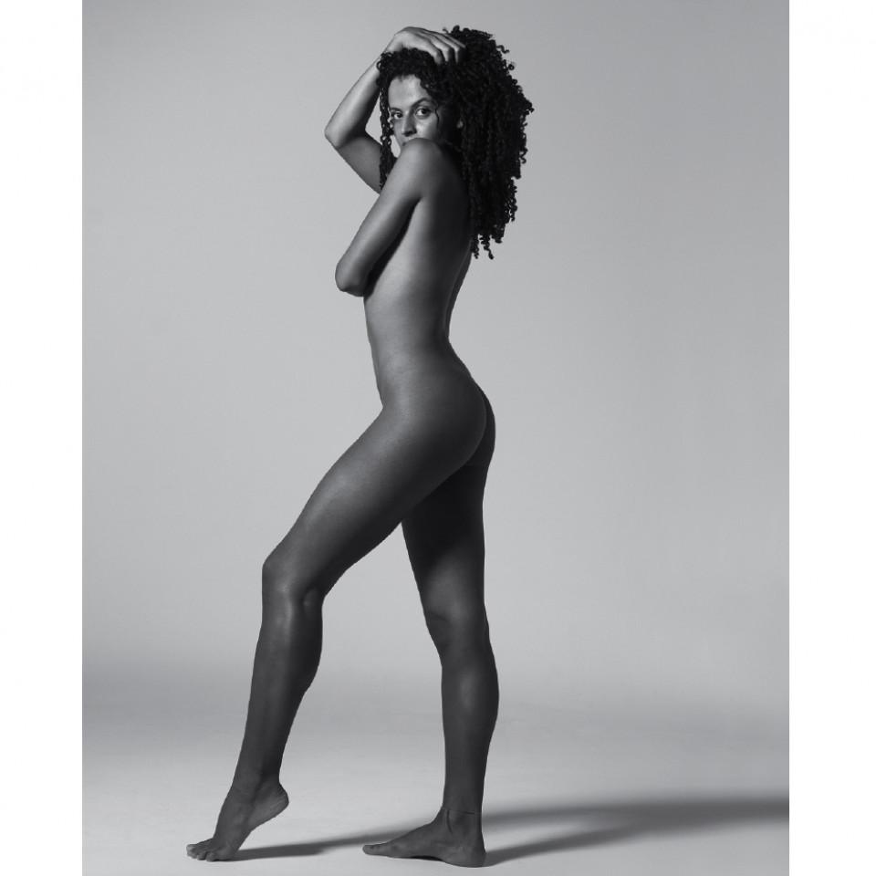 """""""Sempre apreciei minhas curvas, mesmo antes de entendê-las"""", diz Gabriela Loran"""