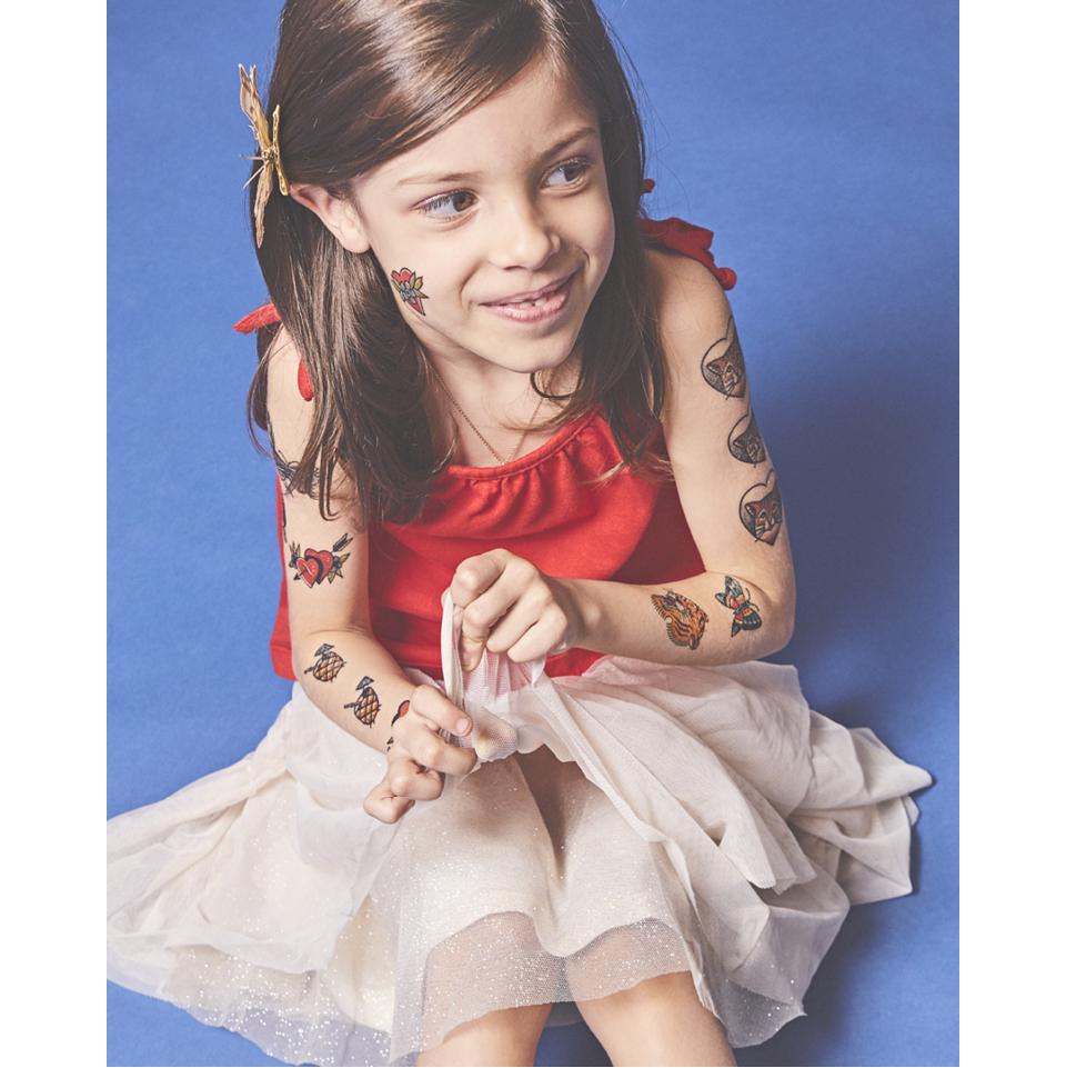 Martina, 6 anos, é filha de Renata Gregori, uma das tatuadoras com trabalhos feitos para a Mariposa